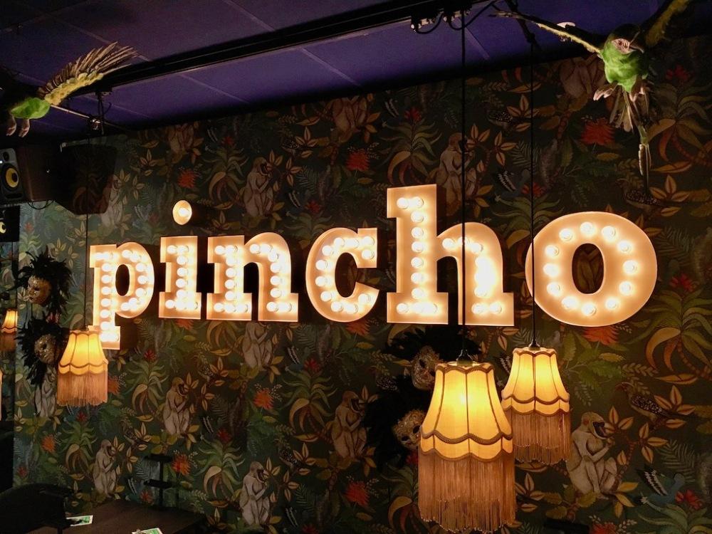 Pincho Nation Berlin Leuchtreklame Innen ©Oliver Numrich