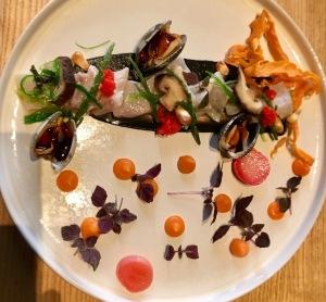 Ceviche Azul mit Wolfsbarsch-Vongole-Süßkartoffel und Chilli Kaviar